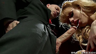 Private stripper Lexi Belle sucks off johny