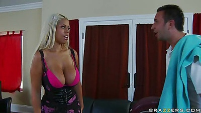 House wife with really big tits calls in a massage