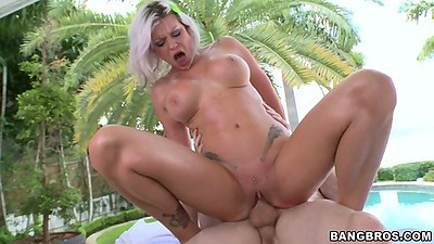 Reverse cowgirl Deadra Dee sitting on dick