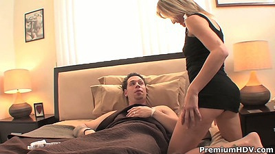 Milf Jessie Fontana approaches man in bed