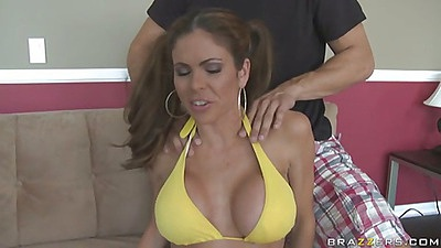 Busty sport chick Hunter back home for a suckie